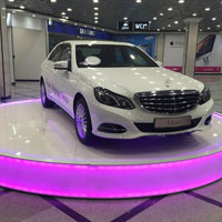 Подиум для презентации автомобиля с подсветкой
